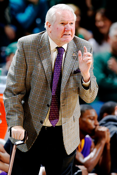 Mike Sutton Understands What Texas A M Aggies Coach Billy Kennedy Is Going Through College Basketball Espn