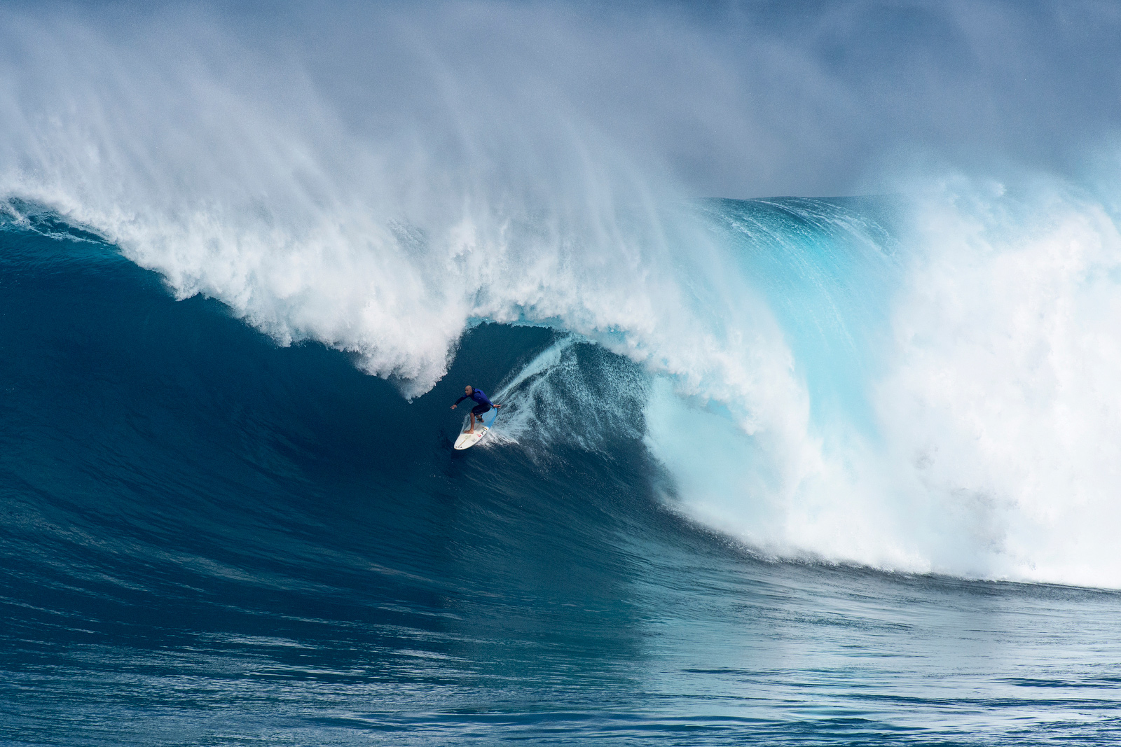 Surfers Risk Death Paddling Into Historic Foot Waves At Jaws - 16 epic surfing photos