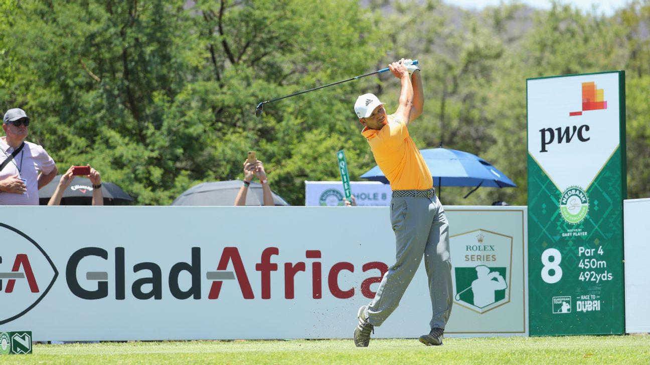 A bogey on the last hole saw Sergio Garcia card a 71 to hold a two-shot lead after the third round of the European Tour's Nedbank Golf Challenge.