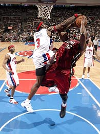 Ben Wallace blocks Shaq
