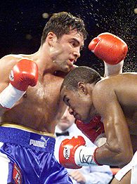 Oscar De La Hoya (left) and Felix Trinidad