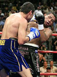 Ricardo Mayorga, right, and Oscar De La Hoya