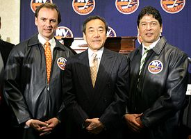 Neil Smith, left, Charles Wang, center, and Ted Nolan