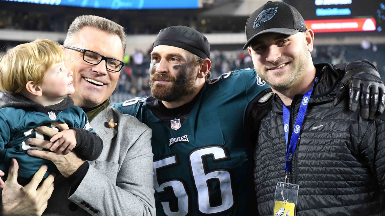 Chris Long (56), who has won back-to-back Super Bowls the past two seasons, celebrates with his father, Howie (left), and brother, Kyle. Andy Lewis/Icon Sportswire
