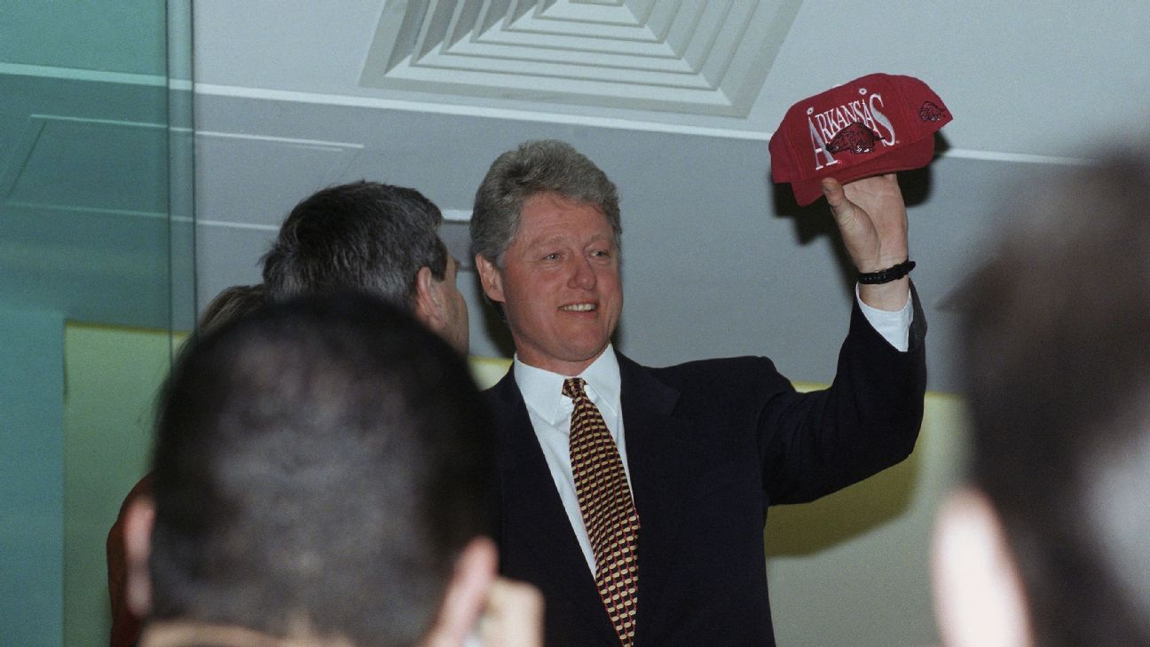 Arkansas superfan Bill Clinton was president the last time the Razorbacks made it past the first weekend of the NCAA tournament. David Longstreath/AP